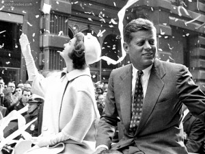 John y Jackie Kennedy en un desfile