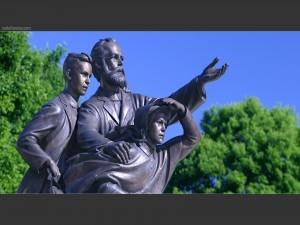 Escultura dedicada al adventista John Nevins Andrews