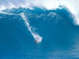 Postal: Surfeando en aguas azules