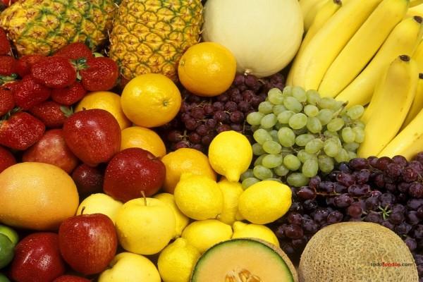 Bodegón de frutas frescas