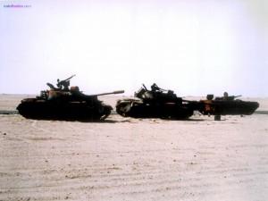 Postal: Tanques por el desierto