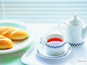 Té y bollitos para desayunar