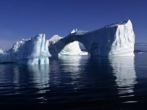 Postal: Iceberg con forma de puente