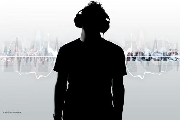 Él está escuchando música