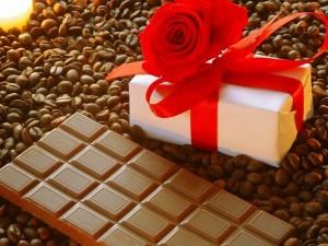 Postal: Chocolate, café y un regalo