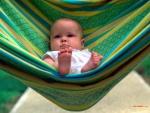 Bebé en una hamaca