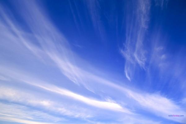 Diferentes tonos de azul en el cielo