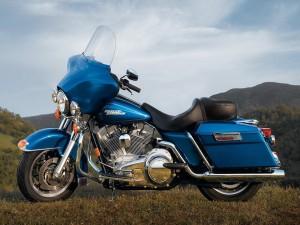 Postal: Motocicleta Harley Davidson FLHT Electra azul