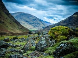 Postal: Un valle pedregoso