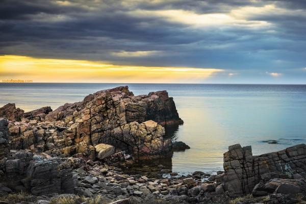 El mar cortando el horizonte