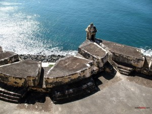 Postal: Rompeolas con la mar en calma