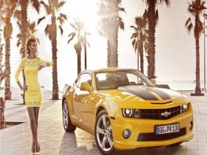 Chevrolet Camaro amarillo