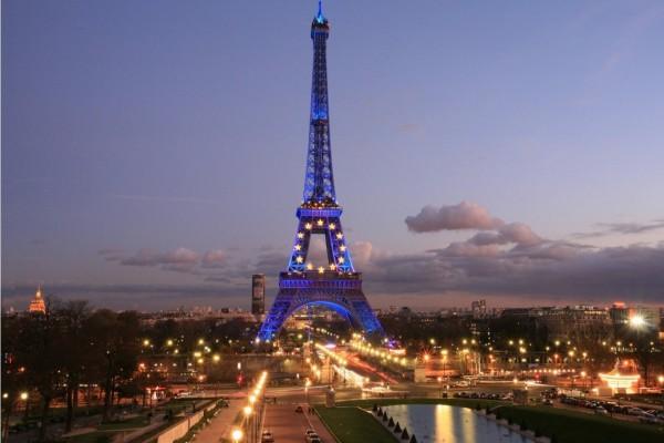 Vista de noche de la Torre Eiffel