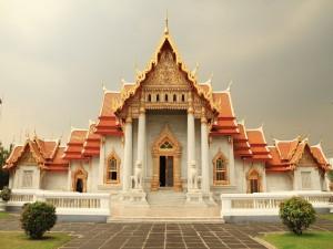 "El templo budista ""Wat Benchamabophit Dusitvanaram"" (templo de mármol) en Bangkok"