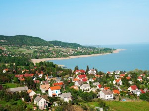 Postal: Pequeña ciudad en el lago Balaton (Hungría)