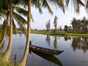 Postal: Una barca por aguas tranquilas