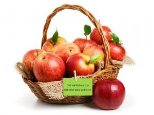 Postal: Una manzana al día, mantiene lejos al doctor