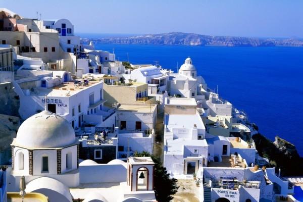 Fira, capital de Santorini (Grecia)