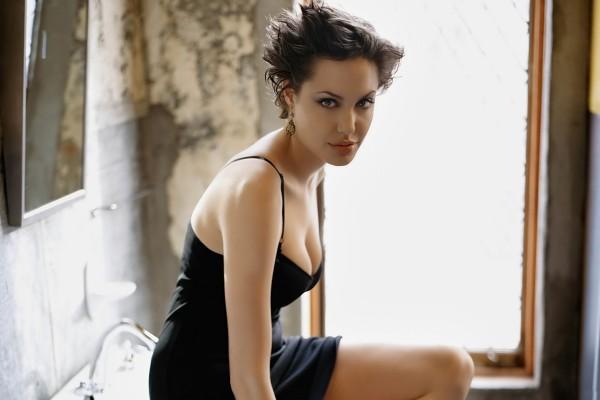 La mirada felina de Angelina Jolie