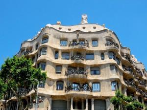 Postal: Casa Milà (La Pedrera) por Antoni Gaudí (Barcelona)