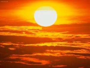 Postal: El Sol, una esfera de fuego en el cielo