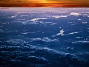 Postal: Atardecer sobre las nubes