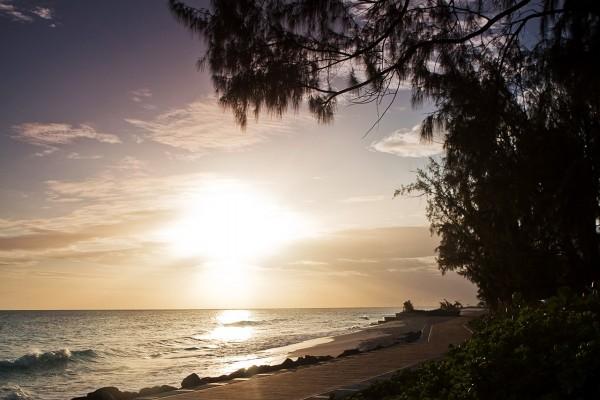 Salida del sol a las afueras de Bridgetown (Isla de Barbados)
