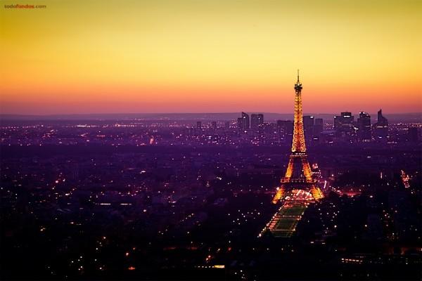 Luces en París, coronada por la Torre Eiffel