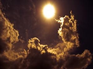 Postal: Sol entre las nubes
