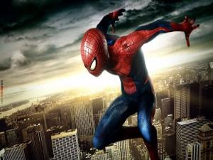 Postal: Spider-Man sobre la ciudad