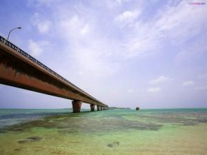Puente sobre el mar