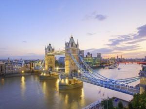 Postal: El río Támesis atravesando Londres