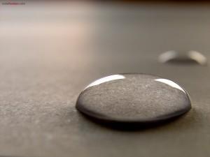 Postal: Gota de agua cristalina