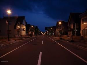 Postal: Carretera atravesando la ciudad