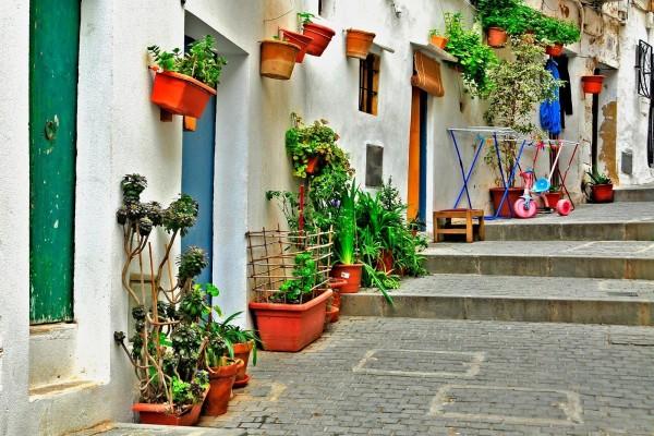 Una antigua calle de Ibiza, Islas Baleares (España)