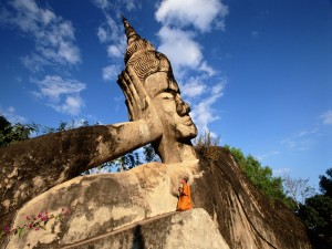 Buda recostado, en el Parque Buda (Vientián, Laos)