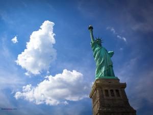 Postal: La libertad iluminando el mundo (Estatua de la Libertad, Nueva York)