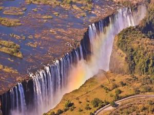 Postal: Cataratas Victoria (río Zambeze) en la frontera entre Zambia y Zimbabue