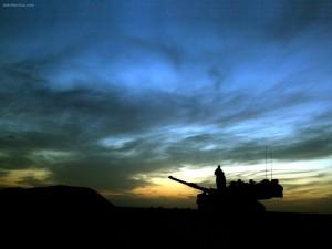 Tanque en la noche