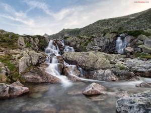 Postal: Una cascada cerca de los Pirineos franceses
