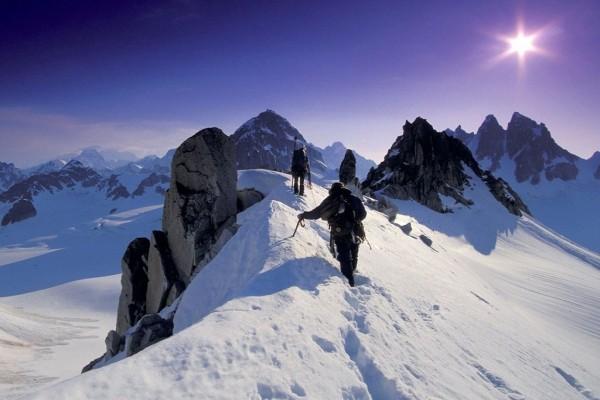 Escalando la cima de la montaña