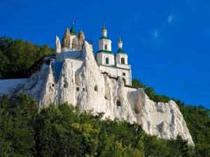 Postal: Legendaria iglesia sobre roca caliza (Ucrania)