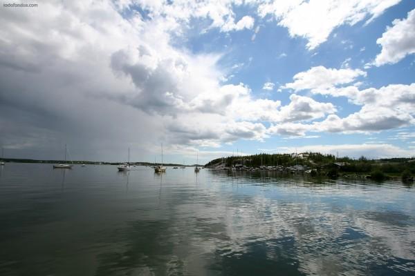 Pequeño y tranquilo puerto deportivo