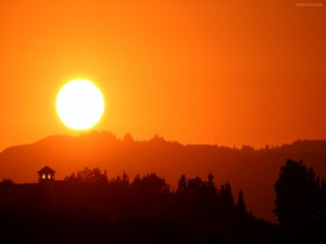 El sol redondo en el horizonte
