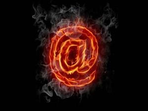Postal: Arroba de fuego
