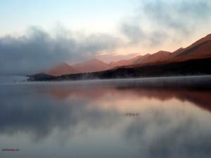 Neblina sobre el lago