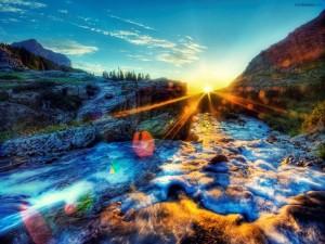 Postal: Sol resplandeciente iluminando un río