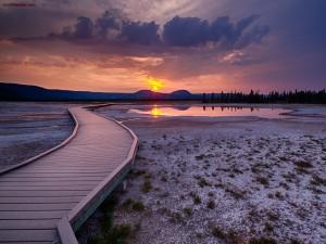 Puesta de sol en el Parque nacional Yellowstone (Estados Unidos)