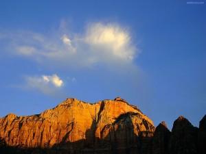 Nube sobre la montaña