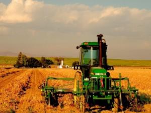 Postal: Maquinaria agrícola para trabajar en el campo
